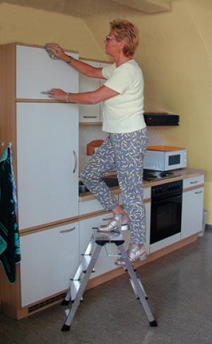 Лестница стремянка складная подставка Rolly 3 ступени купить на выгодных условиях в Рязани